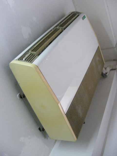 211-030-old-air-conditioner